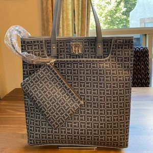 Tommy Hilfiger Gray Tote w/Pouch